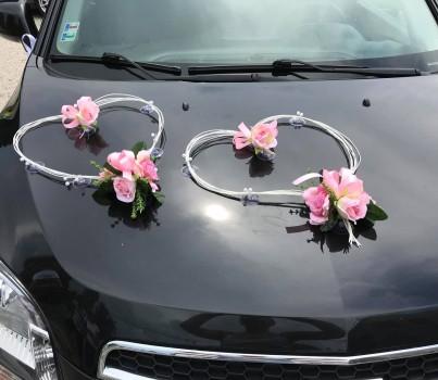 Svadobné dekorácie - Kytice a pierka & zdobenie auta